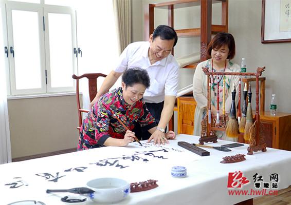 国内知名艺术家黄婉秋来零陵考察文化旅游工作
