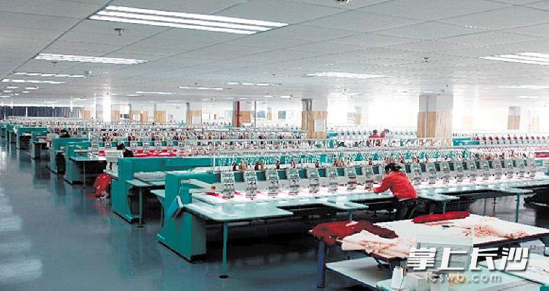 置身梦洁家纺现代化的生产车间内,一股科技感、现代感扑面而来。资料图片