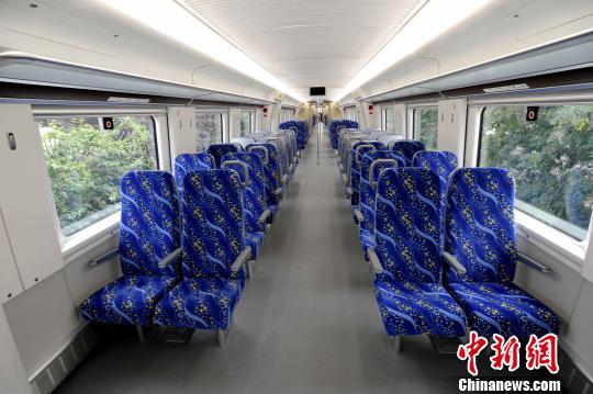 中国首列4辆编组城际动车组下线形成谱系化