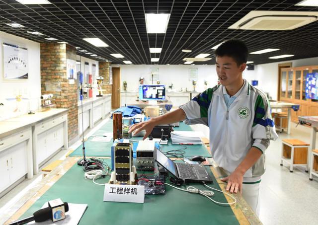 北京市八一学校科普实验室。(图片来源:新华网)
