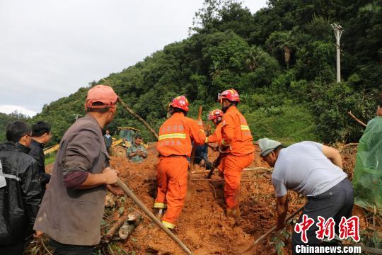 云南玉溪突发山体滑坡致二名抢险人员遇难