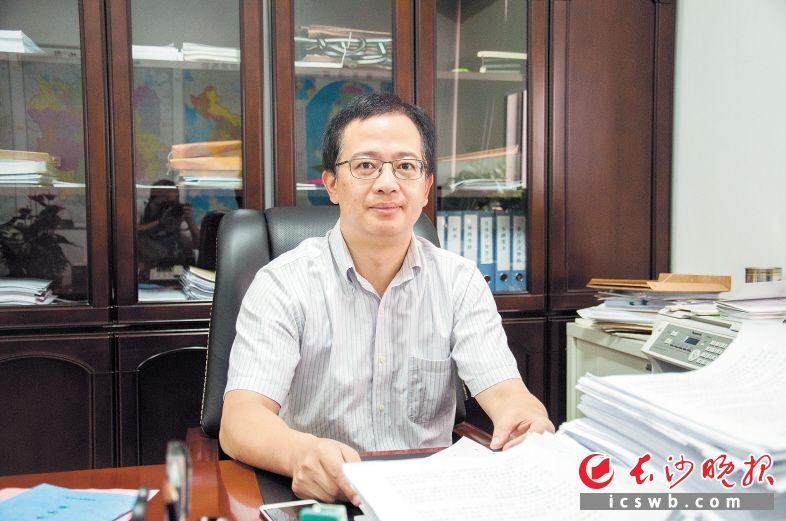 市商务局党委书记、局长高伟表示,将进一步夯实开放型经济发展基础,增强开放型经济发展后劲,打造内陆开放新高地。