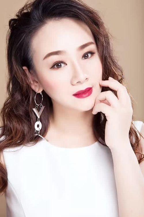 别丹担任12届亚洲品牌小姐总决赛评委并现场倾情献唱《穿越》