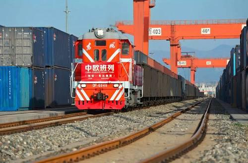 2017年5月13日,X8024次中欧班列(义乌—马德里)从浙江义乌西站驶出,这列满载小商品、服装等货物的列车为今年开行的第1000列中欧班列。