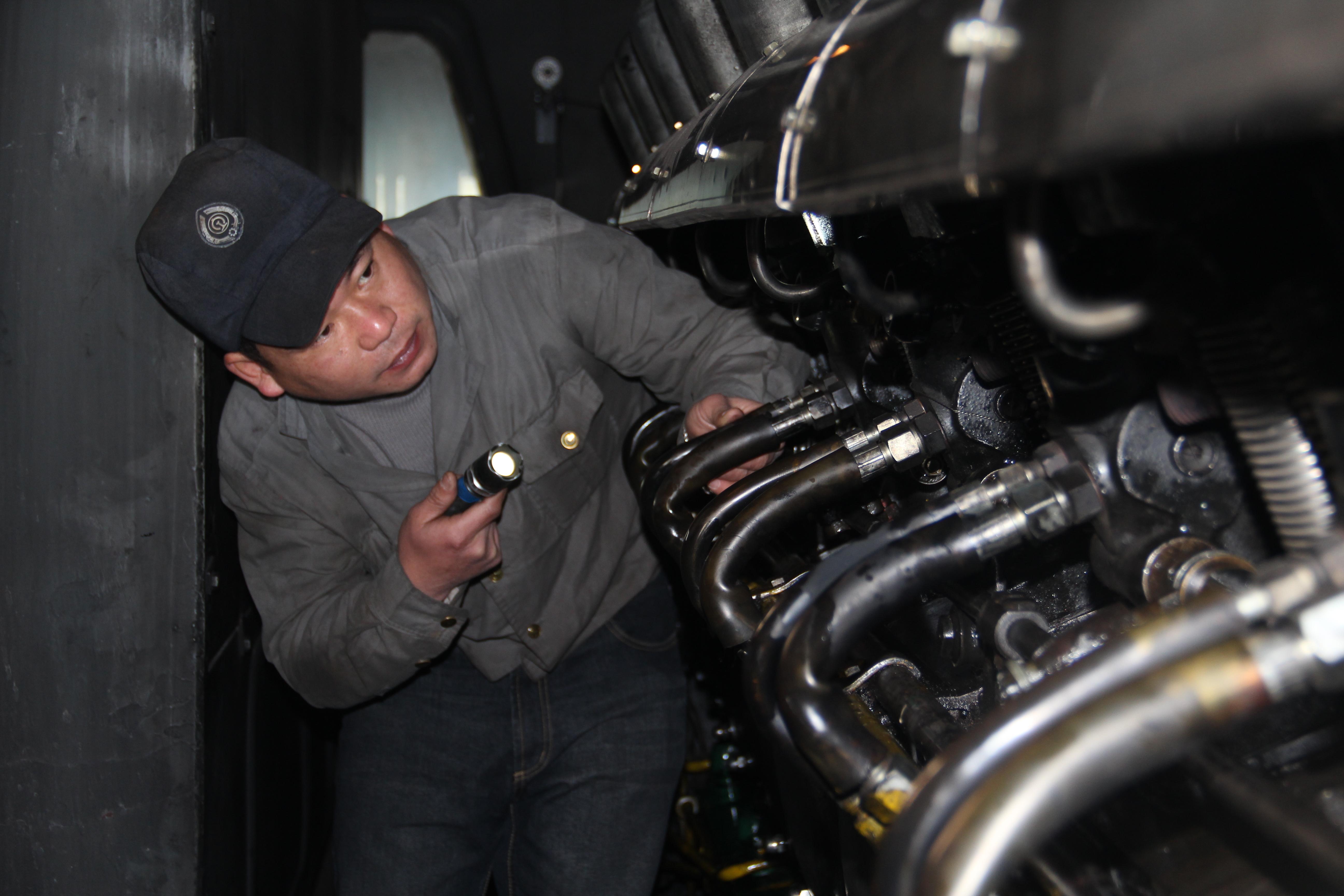 【改革•印记——看中国发展】赶上好时代的铁路修车人