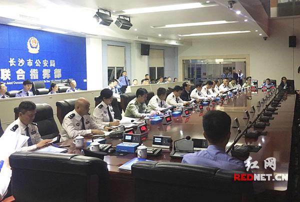 许显辉检查长沙中秋节安保工作 慰问一线民警