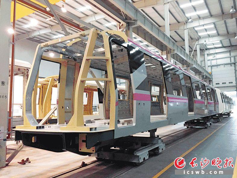 地铁4号线首列车辆车体制造和涂装施工目前已完成。市轨道交通集团供图