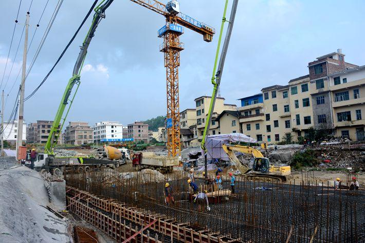 桂东县易地扶贫搬迁项目顺利完成首栋底板混凝土浇捣