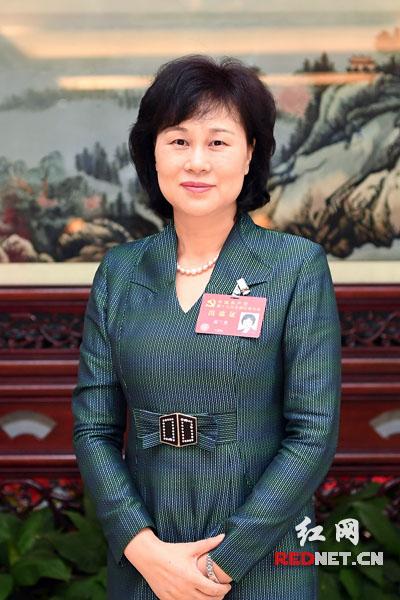 黄兰香:发挥统战法宝作用 为实现中国梦画大画