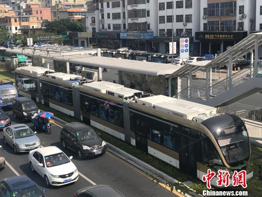 深圳首条有轨电车试运营