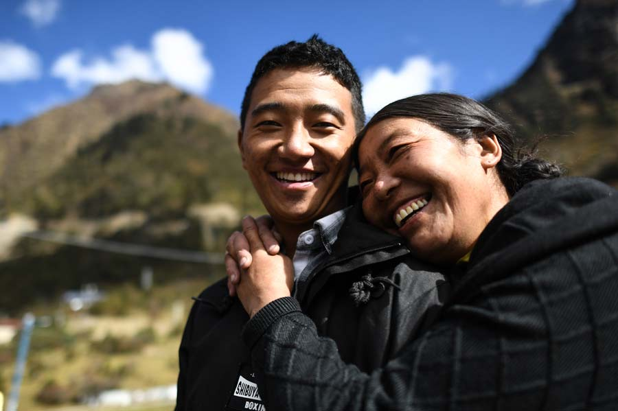 Xi praises Tibet sisters for strengthening border