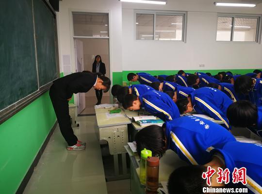河北一中学规定礼仪校规引议校方:绝非搞形式