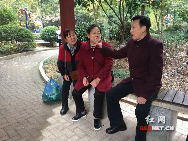 市芙蓉区黄土塘棚改安置小区项目的住户郭文奇向记者吐露出自己的心声