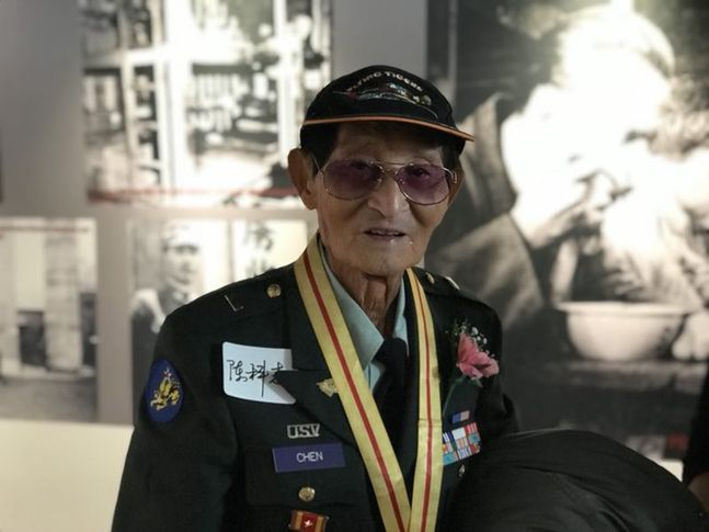 WWII veteran shares stories of Flying Tigers