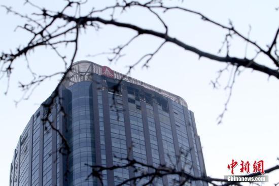 12月1日晨4点07分,位于天津市河西区友谊路与平江道交口的城市大厦38层发生火灾。 中新社记者 张道正 摄