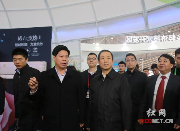 公共交通--长沙智能制造峰会高峰论坛举行 董明珠为长沙智造打CALL