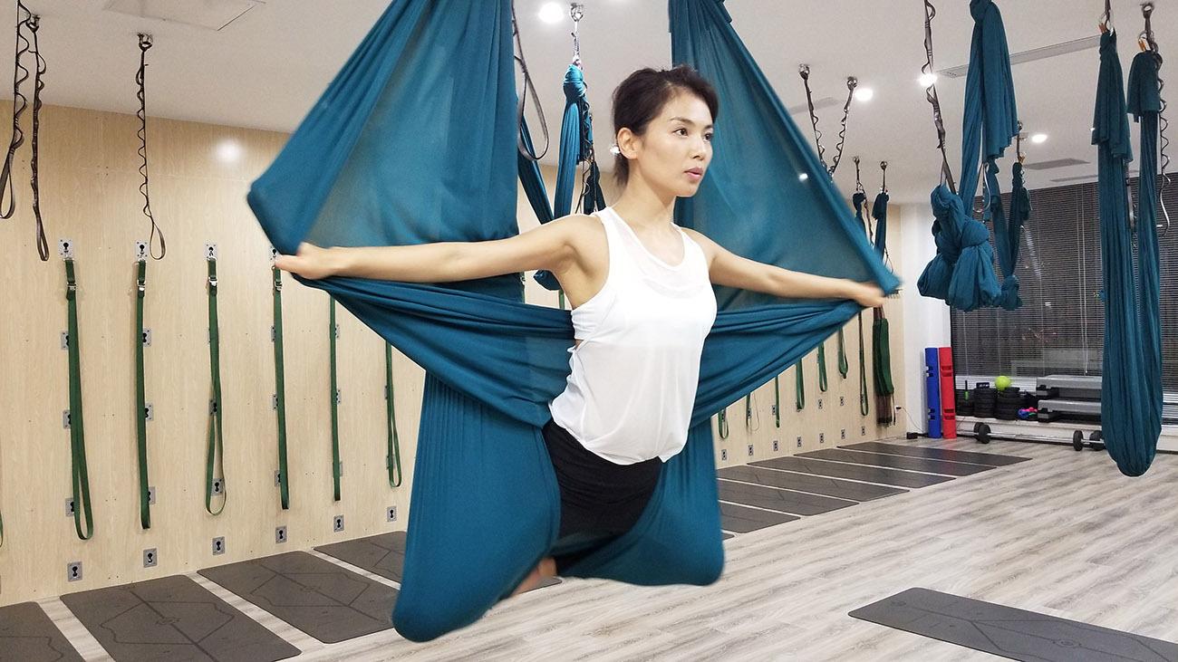 刘涛解锁《客栈》新技能 练习空中花式瑜伽