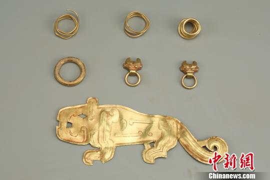 图为出土的金器。陕西省考古研究院供图