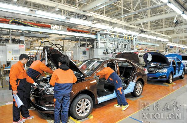 吉利汽车生产车间。(记者 方阳 摄)