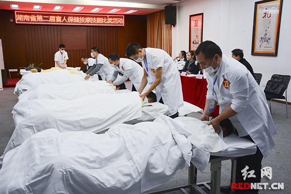 12月14日下午,第二届湖南省盲人保健按摩技能比武活动在湖南颐而康