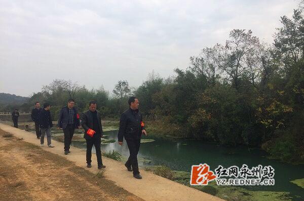 回龙圩:各级河长开展常态化巡河
