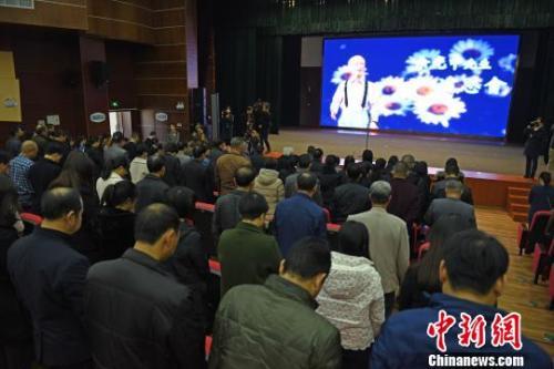 12月29日,余光中故乡福建永春举办了一场追思朗诵会,品读余光中作品,朗诵追悼余光中的诗歌和文章。姚德纯摄