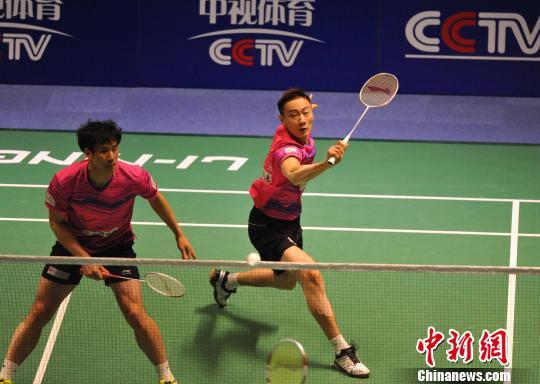 奥运冠军张楠(右)进行男子双打比赛。胡耀杰 摄