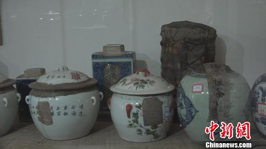 茶叶封锁原装,大多贴有老字号的封条及封存时间的标签。郭飞颖 摄