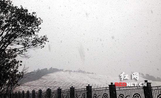 湖南发布道路结冰及暴雪预警 张家界湘西受冰灾