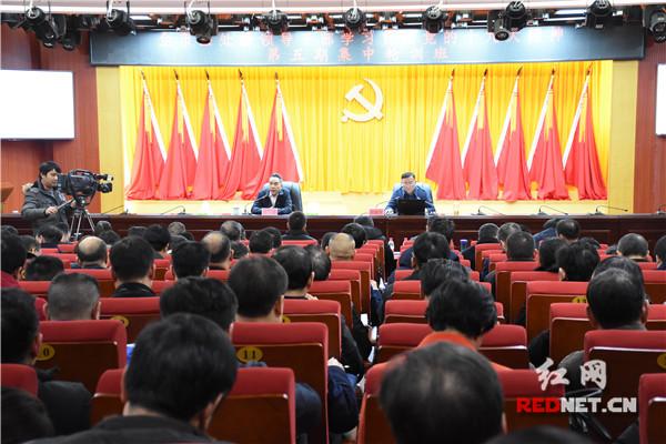 郴州:欧阳锋为第五期县处干部集中轮训班学员作专题辅导
