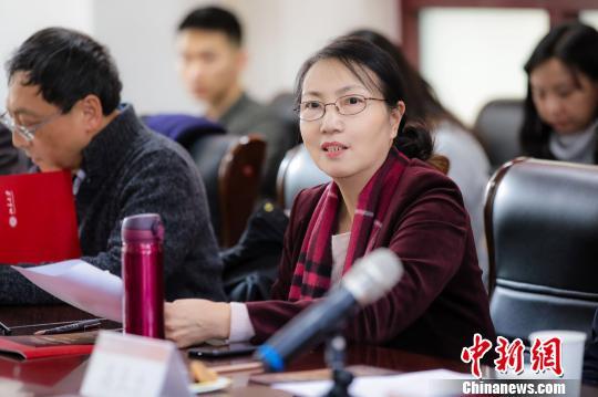 北京大学新闻与传播学院副院长俞虹发言。主办方供图 摄
