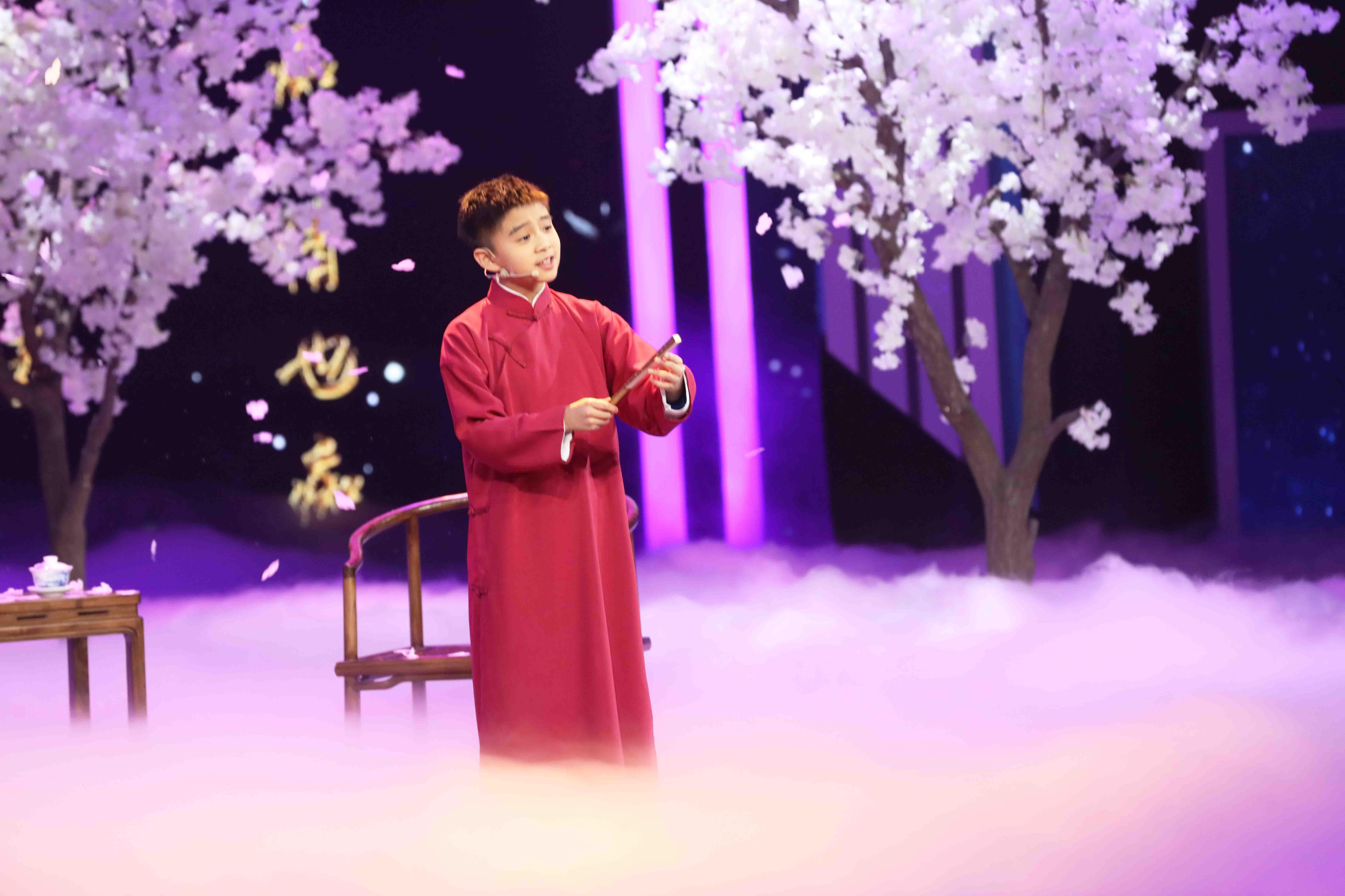 11岁少年携手李玉刚惊艳演绎 梨花颂