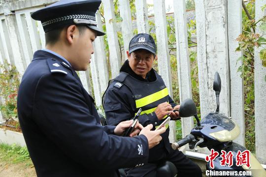 """广西90后铁警自绘""""实景地图""""护卫高铁"""