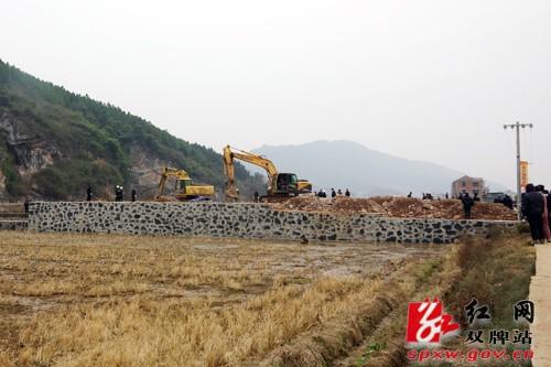 双牌县依法拆除县城周边16户违法建筑
