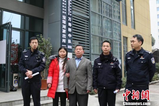 湖北女子走失15年寻亲未果警民联手助其团圆