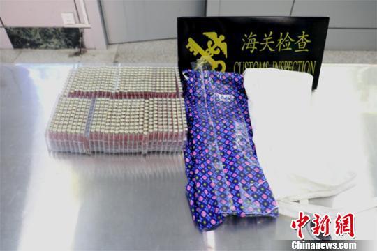 广西东兴口岸首次查获人身藏匿违规入境麻醉药580支