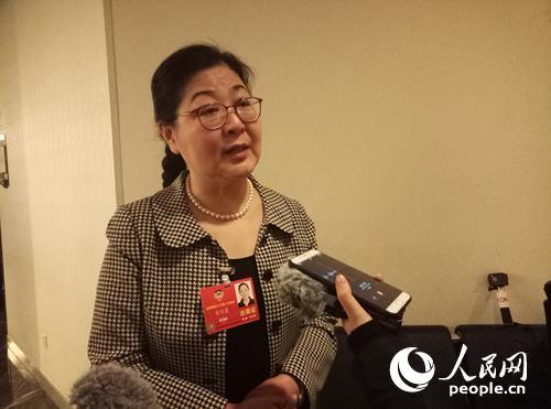 宋纪蓉接受记者采访。人民网记者单薇摄。