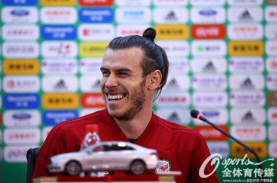 2018年3月25日,2018年中国杯决赛前瞻:威尔士赛前发布会,贝尔笑逐颜开。 (Osports全体育传媒 版权作品 严禁转载)
