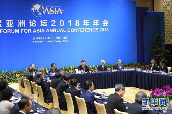 4月11日,国家主席习近平在海南省博鳌同出席博鳌亚洲论坛2018年年会的中外企业家代表座谈。新华社记者 李学仁 摄