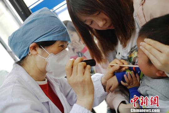 上海进入手足口病流行期6个月到3岁以下儿童及时接种疫苗