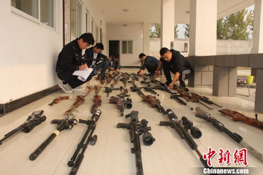 气枪化身宠物狗销售徐州警方侦破特大网购枪支案