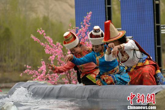 青海贵德黄河文化旅游节启幕美花美景共吸睛