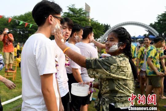 东南亚留学生广西欢度泼水节中外学子共同体验东盟风情