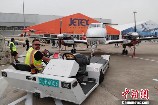 35架公务机齐聚上海虹桥国际机场(图)