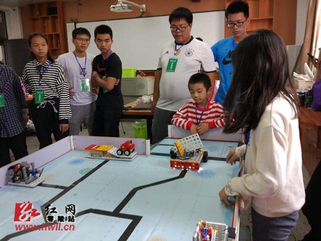 零陵区举办2018年永州市中小学机器人竞赛