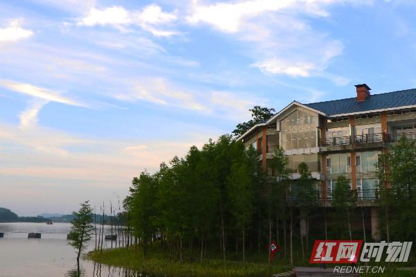 """【美丽中国长江行】黑水湖蜕变4A景区 见证""""绿水青山就是金山银山"""""""