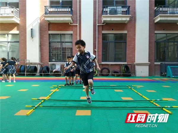 5月16日,衡阳市石鼓区幼儿民间体育游戏展示活动在成章雁栖湖幼儿园
