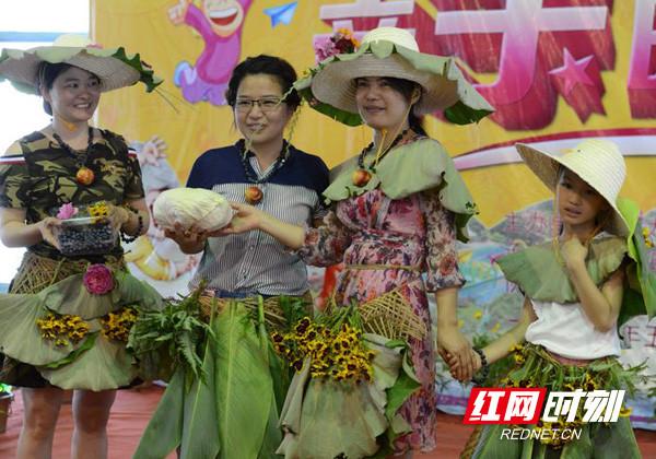 宁乡举办亲子时装秀活动 蔬菜水果变身原生态创意服饰