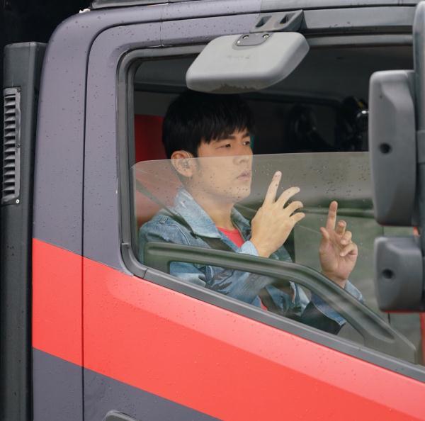 """""""新歌声""""试音车驶上上海街头 谁能被杰伦pick"""
