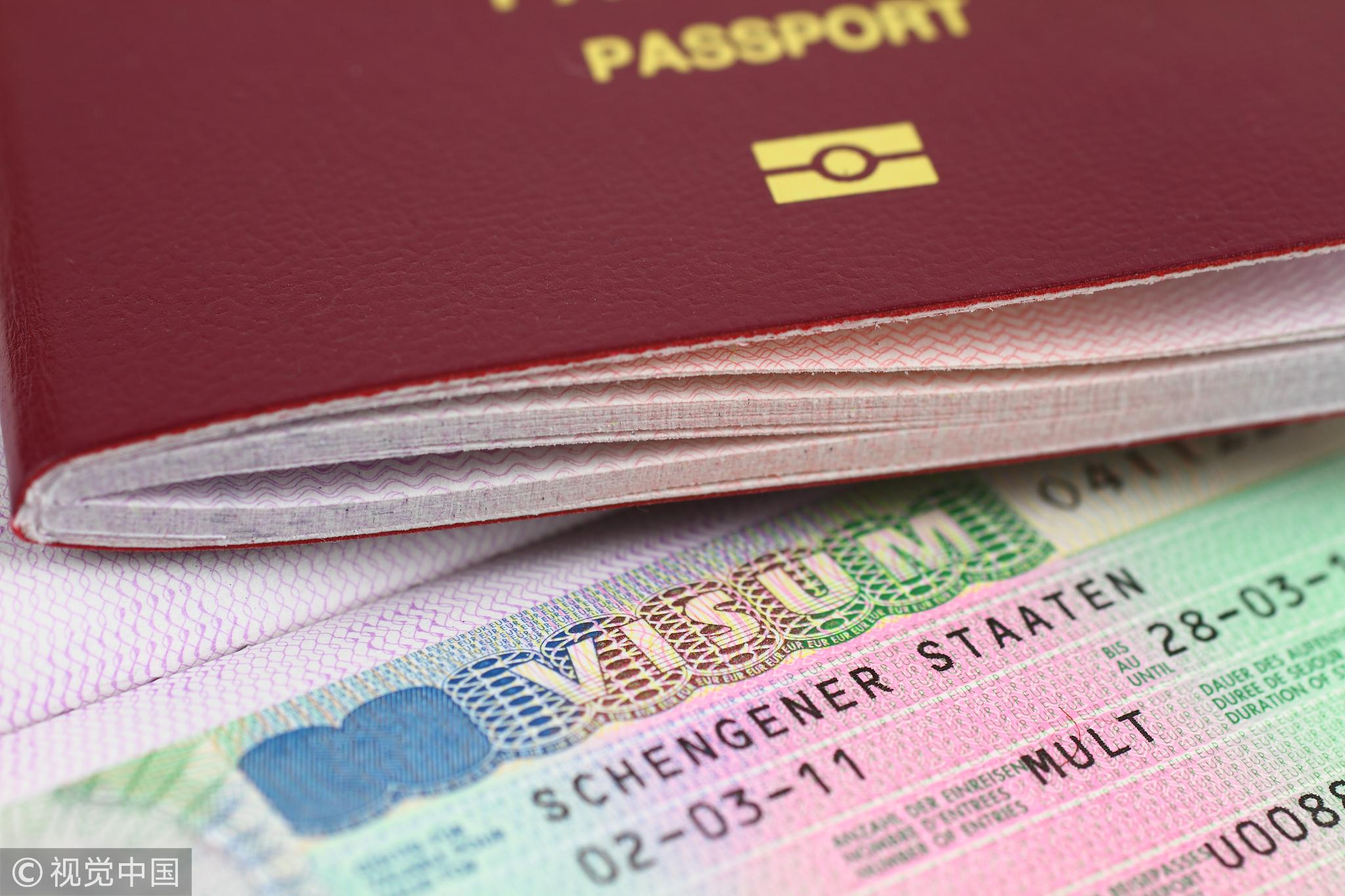 签证将收紧 中国留学生们担忧未来进出美国更难